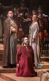 Nabucco (Gennadiy Vashchenko) converts to the Jewish faith. Zaccaria (Ivan Tomašev) and Anna (Valentina Čuden) give him their blessing
